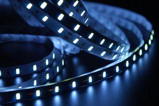 Blauer LED Stripe im Dunkeln
