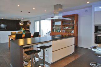 Küche mit eingebauten Spots