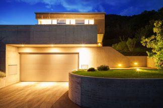 Garage außen beleuchtet