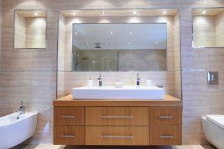 Luxus Bad mit Spiegel