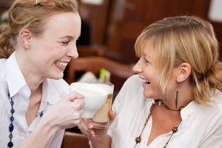 Kaffe trinken aus der Tasse